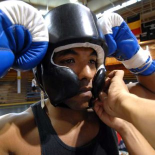 Comment bien choisir son casque de boxe et MMA ?
